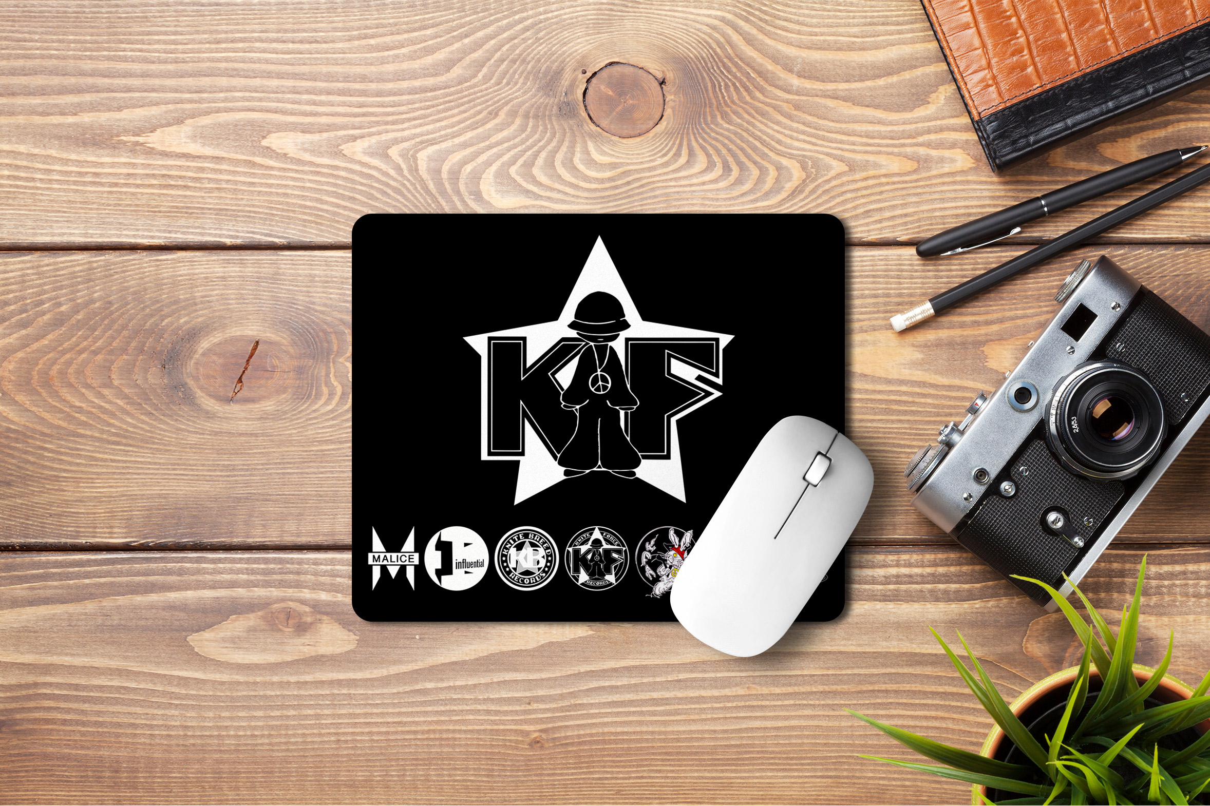 Kniteforce Family Labels Mouse Mat